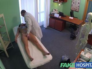 Fakehospital tuyệt đẹp trẻ pole dancer với nóng thân thể swallows các doctors medicine