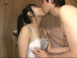 Japans babe uses haar tong