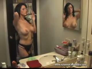 Krūtainas arianna smēķētāji mammīte sekss