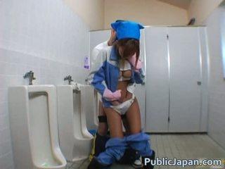 Asiatisk blowjob i offentlig