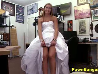 Kedai owner obliges muda pengantin perempuan dalam balas dendam seks