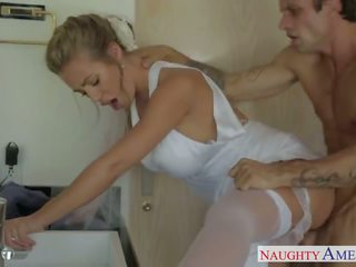 Sexy blondine bruid nicole aniston neuken