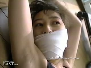 Pen orientalsk kvinner fastbundet og restrained til intense fetisj moro