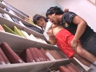 โกนแล้ว หี เอเชีย เด็กนักเรียนหญิง teased ใน the ห้องสมุด
