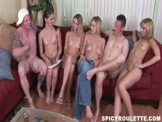 Casa hecho vid de un divertido porno competición amoung innocent amateurs