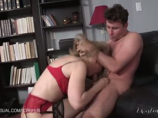 Nina hartley je a slutty corporate stepmother - porno video 551