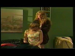 Licking viņai veids stāšanās māsu apvienība