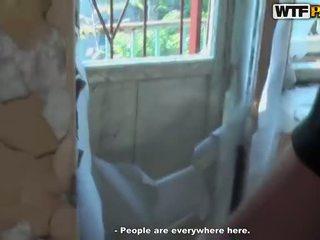 Sıcak tuvalet bisiklet içinde abandoned ev