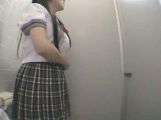 Student neuken in publiek toilet