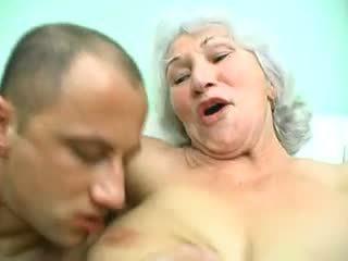Γιαγιά norma: ελεύθερα ώριμος/η πορνό βίντεο 99