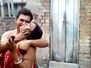 Bengali gutaran jelep aunty owşamak outdoors
