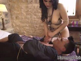 zábava bruneta, orální sex čerstvý, hračky