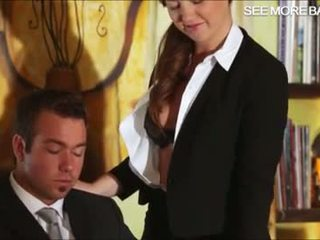 Indah sekretaris maddy hubungan intim dia bos