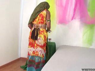 Magnifique indien femme suçage muscle pénis