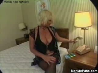 Pagtatalik na pambutas ng puwit maturidad taking stiff cocks, Libre lola pornograpya video 86