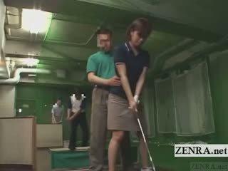 Subtitled japonesa golf columpio erection demonstration