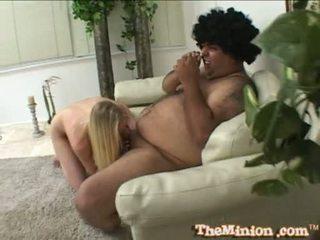 Aaliyah jolie mânca de pe o micuta pula de o cubby chap