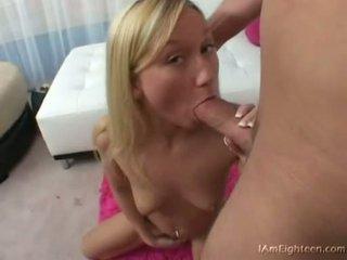 Tiener babe madison scott gets haar mond busy engulfing op een hard lul