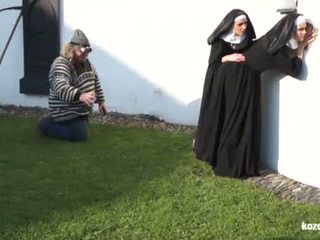 Catholic nuns en de monster! gek monster en vaginas!