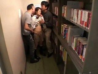 Schoolgirls meraba oleh perverts dalam schoollibrary 7