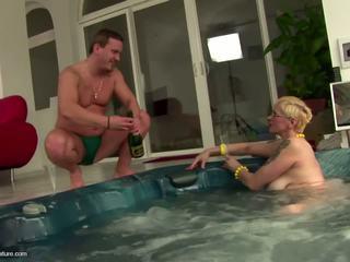 Urat matura vagaboanta mama drinks pee și gets anal: gratis porno 11