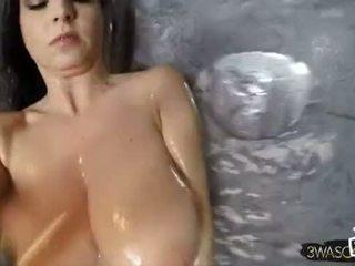 Ewa besar warga poland payu dara bawah mandi