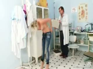 Horký gabriela getting nahý v gyno kancelář