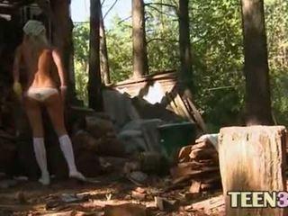 Sīka auguma 18yo mazulīte loly kails outdoors