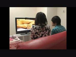 Äiti ja poika katsomassa porno yhdessä kokeilu 4