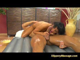 Slippery nuru massage orgasme met gina devine
