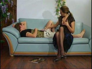 Venäläinen läkkäämpi täti kanssa nuori pojat.