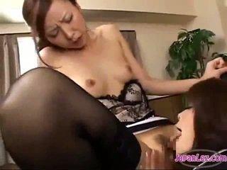 Birojs dāma licking viņai boss vāvere getting viņai krūšgali sucked bumbulīši rubbed par the galds uz the birojs
