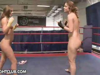Nudefightclub dāvanas peaches vs debbie baltie