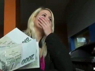 Čehi palaistuve yenna vāvere pounded par nauda