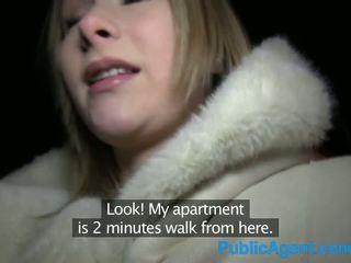 Publicagent mooi blondine fucks groot lul in hotel kamer