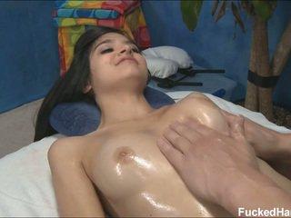Roztomilý vyhublý zoey receiving masáž