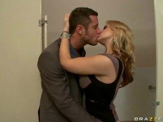Liels bumbulīši sekss video no wifes