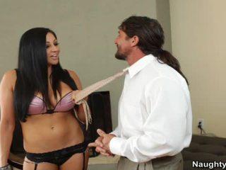 Audrey bitoni gets pumped উপর একটি চেয়ার