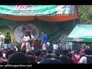 Stripped onstage podľa tancujúce príťažlivé holky