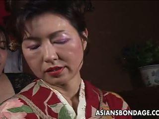 Азіатська зріла хвойда has a rope session для терпіти: порно f5
