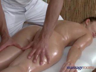 Menstruasyon rooms kısa saç kadın sucks ve fucks onu büyük deli tenis masseur