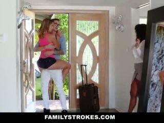 Familystrokes - koledža bro cums mājas līdz uzbudinātas sis <span class=duration>- 10 min</span>