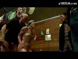 Meitene disgraced uz publisks tied arms getting ar aizsietām acīm fucked bumbulīši rubbed sperma līdz mute uz the restaurant