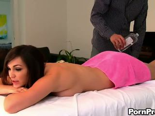 Seduced על ידי a masseuse - פורנו וידאו 881