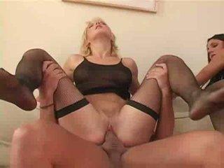 Amatur seks dengan empat orangan seks / persetubuhan dubur