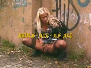 Urinējošas uz publisks blonds