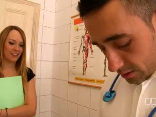 Blue eņģelis un katia de lys būt a mežonīga trijatā pie the clinic