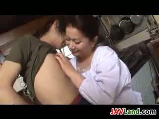 পুর্ণবয়স্ক জাপানী নারী sucks বাড়া জন্য কাম