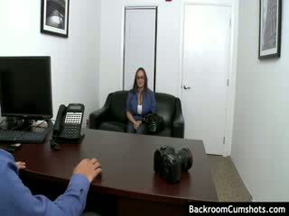 Amatuer banged in achterkamer kantoor