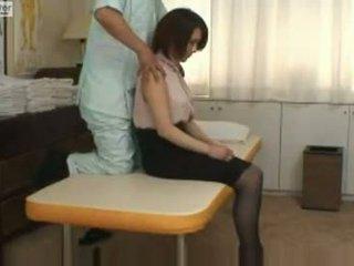 Japansk skolejente gets knullet av henne massager